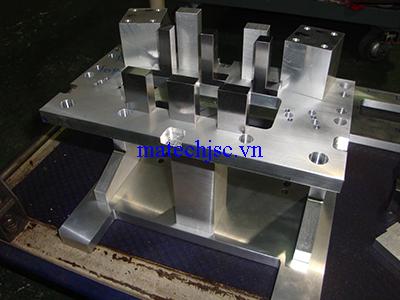 Chi tiết máy gia công phay CNC
