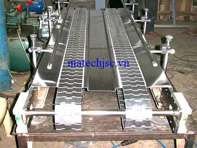 Băng tải xích bản lề inox khung inox