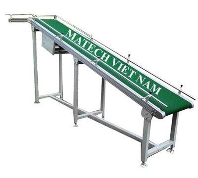 Băng tải PVC nghiêng khung nhôm định hình