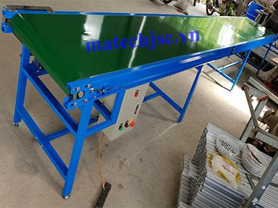 Băng tải PVC phẳng khung thép sơn tĩnh điện