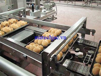Băng tải xích bản lề inox nhà máy sản xuất bánh kẹo